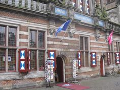 Bijna 5 jaar ervaring bij de VVV in Zwolle. Een echte commerciële en gastvrije functie, door vermindering van subsidie is de VVV gesloten eind 2012.