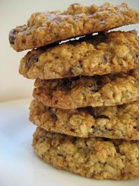Calories in quaker oatmeal cookies recipe - Food fast recipes Oatmeal Cookie Recipes, Oatmeal Raisin Cookies, Raisen Cookies, Oatmeal Raisins, Vegan Oatmeal, Biscuits, Delicious Desserts, Yummy Food, Tasty