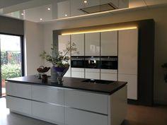 Afbeeldingsresultaat voor wit kookeiland zwart blad keukens