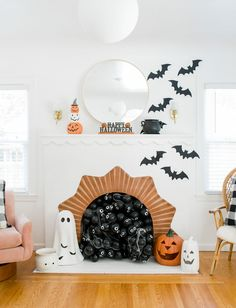 If you don't have your Halloween decorations up yet, now's the time! If you're looking for Halloween decoration ideas, I have just the inspiration for you! A few simple touches can truly go a long way. Halloween Fireplace, Casa Halloween, Pretty Halloween, Halloween Inspo, Halloween Home Decor, Fall Home Decor, Holidays Halloween, Halloween Crafts, Happy Halloween
