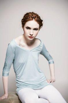 Karen Sheila Gillan, Karen Gillan, Doctor Who Companions, In Pantyhose, Pantyhose Outfits, Gorgeous Redhead, Youtubers, Billie Piper, Cute Girl Outfits