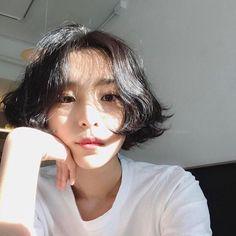 러플펌 Korean Short Hair Bob, Ulzzang Short Hair, Short Hair Cuts, Short Hairstyles For Women, Summer Hairstyles, Cool Hairstyles, Brown Bob Hair, Shot Hair Styles, Dream Hair