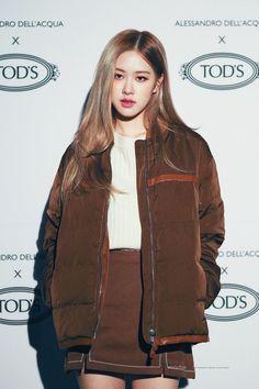 Kpop Girl Groups, Korean Girl Groups, Kpop Girls, Kim Jennie, Foto Rose, Blackpink Members, Rose Park, Kim Jisoo, Blackpink Photos
