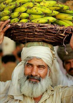 banana seller, Lahore, Pakistan | Sheraz Mushtaq on flickr #Expo2015 #Milan #WorldsFair