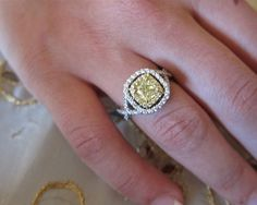 Now THAT is beautiful! Yellow diamonds are my fav!