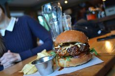 Beers and burgers in SA Beer Burger, Best Craft Beers, Wine And Beer, Burgers, South Africa, Hamburger, Cities, African, Ethnic Recipes