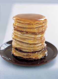 American Breakfast Pancakes: These are those thick, spongy American pancakes that are often eaten with warm maple syrup and crisp fried bacon.streaky is best. Nigella Lawson, Breakfast Pancakes, Pancakes And Waffles, Breakfast Recipes, Pancake Recipes, Pancake Healthy, Making Pancakes, Breakfast Cafe, Banana Breakfast
