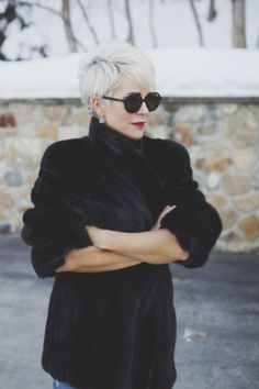 Cool short pixie blonde hairstyle ideas 99