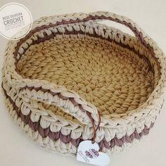 #tbt cesto porta revistas ou fruteira de mesa 😍♻💕😊 . . #basket #cestaria #fiosdemalha #cestosdemalha #fruteira #decoracao #cestosorganizadores
