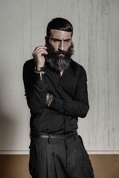 Camicia a maniche lunghe in cotone 97% e elastane 3%. http://www.flooly.com/it/camicia-maniche-lunghe-uomo-hotel/16003