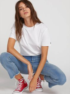Volcom is a skate, surf & swimwear, and snowboarding lifestyle brand that creates durable, stylish clothing and accessories for every occasion. Red Converse Outfit, Outfit Jeans, Stylish Outfits, Cute Outfits, Newborn Schedule, Girl Fashion, Fashion Outfits, Low Rise Skinny Jeans, Boyfriend Tee