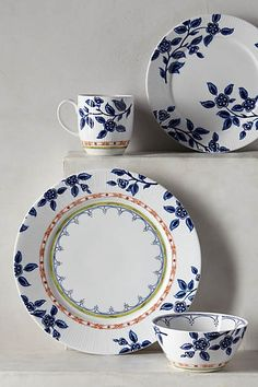 Northern Blooms dinner plate Source by Plate Design, Side Plates, Dinner Sets, Dinnerware Sets, Ceramic Painting, Dinner Plates, Dinner Ware, Kitchen Dining, Dining Rooms