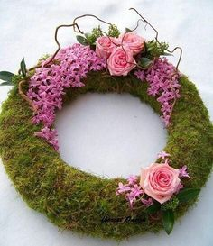 Moss wreath with hyacinth blooms could also be used as a beautiful centerpiece. Deco Floral, Arte Floral, Floral Design, Funeral Flower Arrangements, Funeral Flowers, Art Floral Noel, Moss Wreath, Grave Decorations, Fleur Design