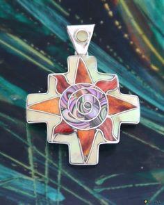 Großes Andenkreuz aus Silber, besetzt mit Inlays aus Spondylus, Abalone und Perlmutt