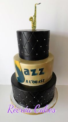 Airbrushed cake gold and black Airbrush Cake, Birthday Cake, Desserts, Graduation, Cakes, Food, Black, Design, Birthday Cakes
