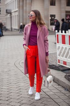 Streetytsle COLOR BLOCKING AT BERLIN FASHION WEEK   LIVIA AUER Rote  Kleidung, Outfit Ideen, 8b354159a9