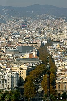 Barcelona vista a partir do teleférico sobre o Port Vell.   Barcelona Airport  Arrival Shuttle Transfer ! Excursions specialist in Barcelona The best excursions in Barcelona with pleasure; your guide to Catalonia and Spain http://barcel