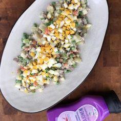 Jäikö edelliseltä päivältä paistia jääkaappiin? Ja vähän keitettyjä perunoitakin? No, sehän kävi hyvin, nyt nääs teet herkullisen salaatin helposti näistä herkkujämistä! #poppamies #savustus #grillaus #maustaminen #ruoka #ruuanlaitto #mauste #salaatti #perunasalaatti #lihaperunasalaatti #lihaisaperunasalaatti #paahtopaisti #poppamiesmajoneesi #bbqmajoneesi Teet, Bbq, Vegetables, Food, Barbecue, Barbacoa, Veggie Food, Vegetable Recipes, Meals