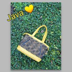 Escourbious L'atelier de Doria sur Instagram: C'est l'histoire d'un Java ... 💛 - taille small - simili cuir tressé banane - jacquard - doublure coton épais - 2 poches zippées…