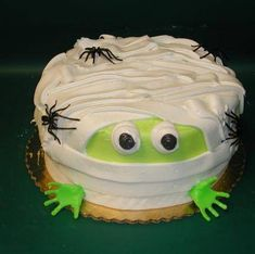 Halloween cakes. SPOOKY! Awesome.