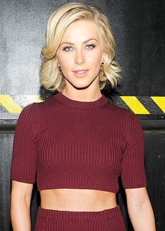 Want abs like Julianne Hough? Her trainer @AstridMcguire tells Us how: http://usm.ag/1uaJ9HI