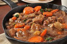 Boeuf Bourguignon aux Petits Oignons Beef Casserole Recipes, Iron Skillet Recipes, Cast Iron Recipes, Beef Recipes, Soup Recipes, Cooking Recipes, Healthy Recipes, Jamaican Recipes, Kosher Recipes