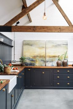 This Shaker kitchen is huge and yet it still seems to feel comfortable and homely and has the clever ability to feel both industrial and a little bit country chic. A pantry blue paint colour look perfectly at home in this renovated cattle shed. Home Decor Kitchen, Rustic Kitchen, Country Kitchen, New Kitchen, Kitchen Industrial, Kitchen Ideas, Grace Kitchen, Kitchen Artwork, Minimal Kitchen