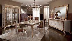Sala da pranzo stile veneziano - Tavolo con eleganti sedie imbottite