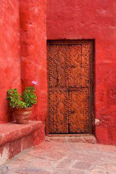 Cloister's door by Thibaut Conversat Santa Catalina Monastery, Arequipa. Cool Doors, Unique Doors, Portal, Door Knockers, Door Knobs, When One Door Closes, Door Gate, Grand Entrance, Closed Doors