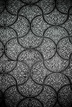 nice-islamic-mosaic.jpg (1676×2503)Islamic tiles in multiple repeating but hand made forms