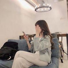 lifestyle chill lifestyle aesthetic aesthetics korean japanese aesthetic beige streets clothes korean style beige aesthetic ethereal minimalistic café coffee tiramisu walking grunge gardens street sings light soft pastel r o s i e Korean Aesthetic, Japanese Aesthetic, Beige Aesthetic, Aesthetic Photo, Aesthetic Girl, Fall Fashion Outfits, Look Fashion, Korean Picture, Korean Girl Fashion