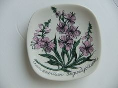 Vintage Esteri Tomula wall plate with Milk herb by Arabia Finland by AnnChristinsVintage on Etsy Vintage Dishware, Plate Design, Ceramic Artists, Beautiful Wall, Scandinavian Style, Plates On Wall, Finland, Decorative Plates, Tablewares