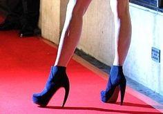 oh my HOTTT!  Victoria Beckham's Walter Steiger navy boots!