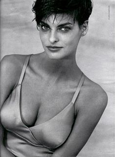 Linda evangelista by peter lindbergh Peter Lindbergh, Original Supermodels, 1990s Supermodels, High Fashion Photography, Lifestyle Photography, Editorial Photography, Stephanie Seymour, Canadian Models, Beauty And Fashion