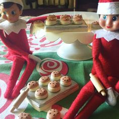 "536 Likes, 45 Comments - Stephanie Reeves (@dappercookie) on Instagram: ""I'm bringing this fun set back from last year! 2 edible cookie sheets, 16 mini cookies, and 2 elf…"""