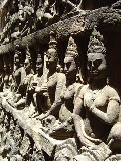 Sculpture Images, Sculptures, Hand Work Embroidery, Siem Reap, Asian Art, Places To Travel, Egyptian, Sculpting, Angels