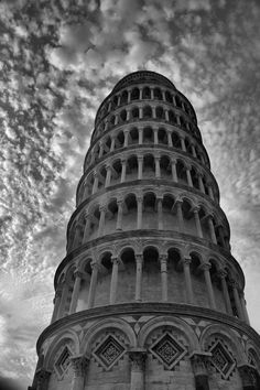 Amazing view - Leaning Tower of Pisa, Italy.   For more information visit - http://www.guiddoo.com/