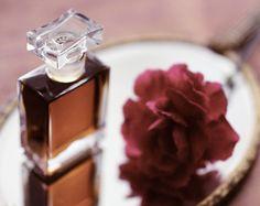 Aurora Botanical Perfume Flacon with Pouch Materials: 190 proof Organic grain & grape; vital plant essences including jasmine, ylang ylang, and mandarin in a resinous, vanilla base.
