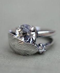 Silver feather ring..... So pretty!