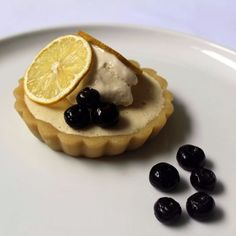 I am a sucker for lemon every single time so this Lemon Chamomile Tart was one of my favourite creations of my Plantlab Culinary coursework.
