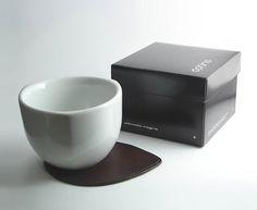 """Tazón térmico MAGNO Línea de Contenedores Térmicos """"Comodo""""  Materiales: Porcelana fina y cuero vacuno Capacidad: 380 cm3  #diseño #porcelana #térmico #cuenco #regalo #design #porcelain #bowl #mug #gift #tabletop #tableware #slowfood #slowlifestyle #slowlife #thermal #ceramicdesign"""