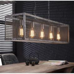 Stoere hanglamp voor boven de eettafel. Deze rechthoekige lamp heeft een stevig metalen frame. De lamp is afgewerkt met een raster. Dit gaas is gemaakt van oud zilver, wat een verweerde en doorleefde uitstraling heeft. Het opengewerkte metaal zorgt voor een mooie lichtval. De hanglamp van Zijlstra heeft 5 fittingen. De lamp staat geweldig in een stoer landelijk of industrieel interieur! Kom de lamp gerust bekijken bij van de Pol Meubelen.