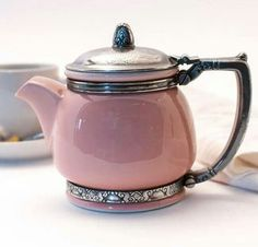 Tea: Rare vintage Waldorf Astoria china & silver teapot from the for time. Tea: Rare vintage Waldorf Astoria china & silver teapot from the for time. Silver Teapot, Pink Teapot, Teapots And Cups, My Cup Of Tea, Chocolate Pots, Vintage China, Retro Vintage, Vintage Teacups, Vintage Coffee