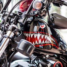 "bhriders: ""Sportster do pintura by Custom Choppers, Custom Bikes, Motorcross Bike, Bmx, Custom Motorcycle Paint Jobs, Hot Rods, Hd Sportster, Pinstriping Designs, Rockabilly Cars"