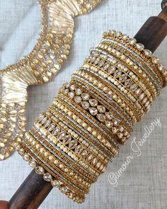 Kundan Bangles, Bridal Bangles, Hand Jewelry, Girls Jewelry, India Jewelry, Jewelry Crafts, Jewelry Art, Jewelry Design Earrings, Jewelry Logo