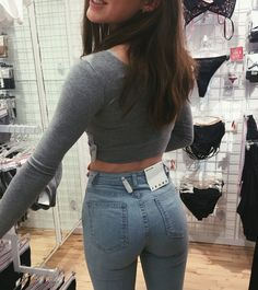 Emma - Tight jeans FTW