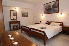 Vasilikos Studios is centrally located in Naxos Town, just 50 metres from the sandy beach of Agios Georgios.