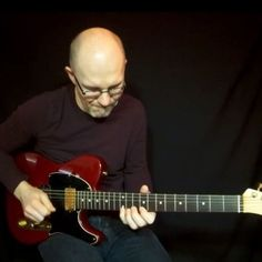 """I'm soloing with the dominant lydian scale here and it brings a kind of jazzy mode to a 7 chord comp, in this case the G7 chord.  If you want to learn about the dominant lydian scale it's included in the inside/alternative scales to the 7 chord lesson of mine that you'll find on my YouTube channel. Just click on the link in my bio to come there. ( @Thomas_Berglund_Guitar ) /happy weekend! """"#ThomasBerglundInstasoloing no 10"""" #guitar #guitarsolo #electricguitar #riffwarsjazz #riffwars #univer"""