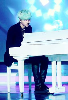 I love when Suga plays the piano ❤️❤️