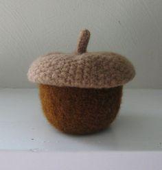 Acorn Jar with Removable Lid Original  Brown Nut  por mymarketstall
